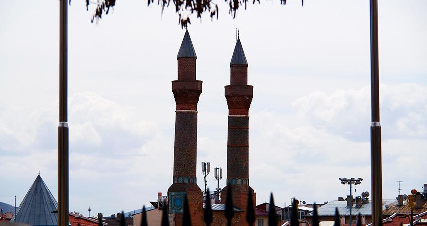 Çifte Minareli Medrese Resim